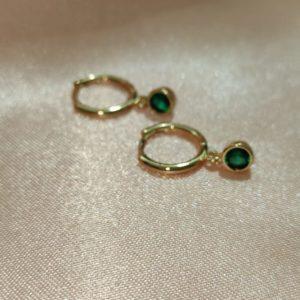 Huggies bañados en oro con cristal verde