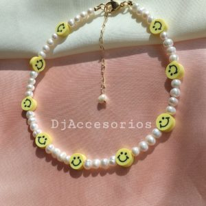 Collar de perlas con carita feliz amarilla