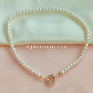 Collar de perlas con broche salvavidas