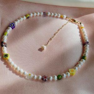 Collar de perlas con piedras murrinas