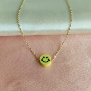 Collar con dije carita feliz amarilla