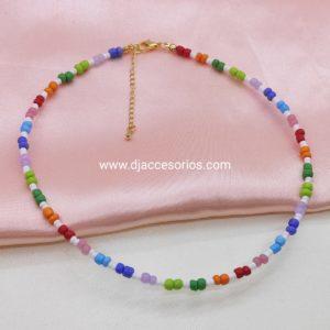 Collar de mostacillas de colores variados
